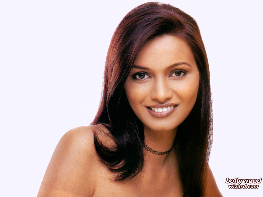//www.bollywoodwizard.com/1024x768/diana_hayden_001_1024x768_gdgr.jpg cannot be displayed, because it contains errors.